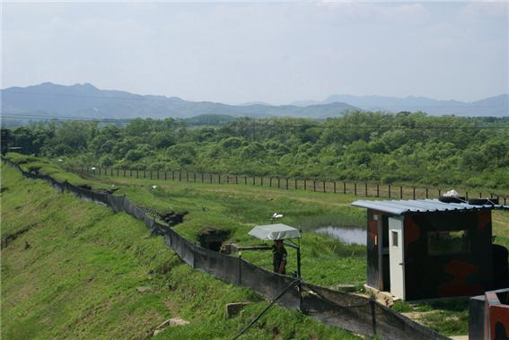 <SLL barbed-wire fence> Photo by Kim Chang-hwan(Kangwon University)